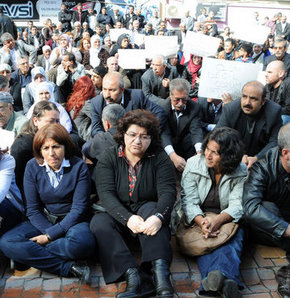Diyarbakır'da bir grup BDP'li, 1 günlük oturma eylemi başlattı