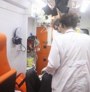 Manisa'nın Kırkağaç İlçesi'nde, TIR ile çarpışan otomobilde bulunan 2 kişi yaralandı.
