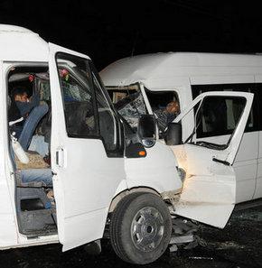 Diyarbakır'da iki kaza: 1'i polis 4 kişi öldü, 25 kişi yaralandı