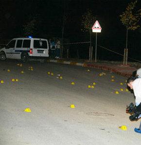 Sancaktepe'de bir işyerine yönelik düzenlenen silahlı saldırıda 1 kişi öldü, 3'ü çocuk 5 kişi yaralandı. Yaralılar kaldırıldıkları hastanelerde tedavi altına alınırken kaçan saldırganların yakalanması için soruşturma başlatıldı.