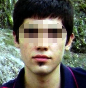 Hatay'ın Kırıkhan ilçesinde, bir süredir psikolojik sorunları olduğu öğrenilen lise öğrencisi, annesini öldürdükten sonra intihar girişiminde bulundu.