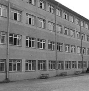 İSTANBUL Beyoğlu'ndaki bir lisenin 9'uncu sınıfında eğitim gören B.K., annesi G.K.'yla savcılığa başvurdu.