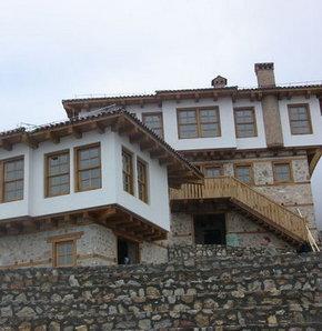 """Atatürk'ün """"baba evi"""" yeniden inşa ediliyor"""