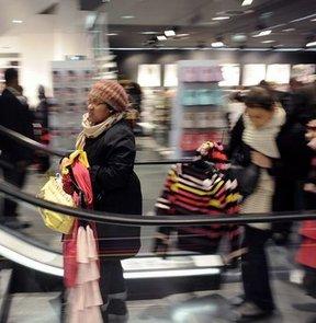 H&M, 1 Şubat'tan itibaren  eski giysileri toplayacak.