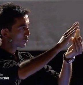 """Yetenek Sizsiniz'in dün akşam yayınlanan yeni bölümünde Mersinli Sihirbaz Osman Şan, yaptığı gösteriyle herkesi büyüleyerek 3 """"Evet""""i aldı..."""