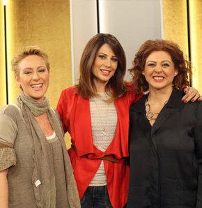 Türkiye'nin sevilen üç astrologuyla 2013'ü değerlendirdik. Kimler aşık, kimler zengin olacak? Hangi burç için bu yıl zor gelecek. Yıllardır sıkıntı çekip bu sene ortalığı kasıp kavuracak burç hangisi? Aynı zamanda okul arkadaşı olan Hande Kazanova, Zeynep