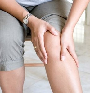 Kansızlığa bağlı ağrı, bacakta yara, dinlenince geçen yürümeyle artan baldır ağrılarında hastaların direkt en yakın damar cerrahisi kliniklerine gitmesi gerektiği belirtildi. Uzmanlara göre bu hastaların şikayetleri soğukta artar ve genellikle sigara içer