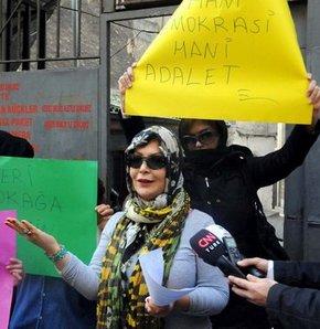 Karaköy'deki Zürafa Sokak'ta bulunan genelevler çalışan kadınlar eylem yaptı