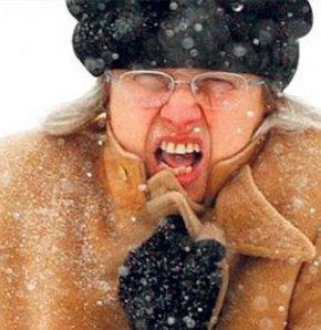 Yüz felcinin yüz ve göz çevresi kaslarını etkileyen bir felç durumu olduğunu söyleyen uzmanlar, aşırı soğuk ve rüzgârlı havaların yüz felcini tetiklemesinden dolayı dışarı çıkarken mutlaka atkı, şapka veya örtü ile boyun ve yüzün soğuktan korunması gerekt