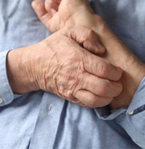 Kaşıntı, sararma, karın şişmesi ciltte kırmızı lekeler, ellerde ve ayak tabanlarında sıcaklık artışı... Önemsiz olduğunu düşündüğümüz bu belirtiler karaciğerle ilgili önemli sinyaller verip bazı hastalıklara işaret ediyor olabilir.