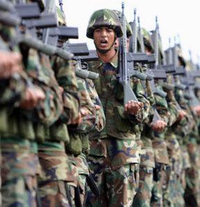 Emekli Uzman Erbaşlar Derneği (EMUZDER) Başkanı Esef Merdoğlu, son bir yıl içinde 8 bin uzman erbaşın istifa ettiğini belirterek, 2010 yılında 67 bin olan uzman erbaş sayısının 35 binin altına düştüğünü, terörle mücadele birliklerinde uzman erbaş kalmadığ