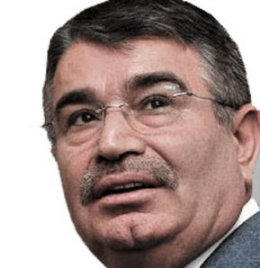 Eski İçişleri Bakanı İdris Naim Şahin, Meclis'te gazetecilerin kabine revizyonuyla ilgili sorularını yanıtladı.