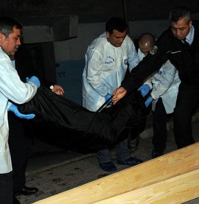 İstanbul'un Esenyurt ilçesinde bu gece bir kadın, beraber yaşadığı dostu tarafından bıçakla öldürüldü.