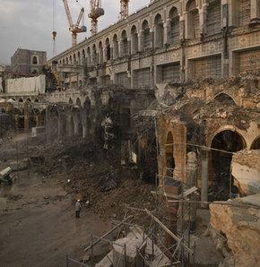 Suudi Arabistan'da Harem'in genişletmesi projesi kapsamında Kabe'nin tavaf alanında başlatılan çalışmalar aralıksız devam ediyor...