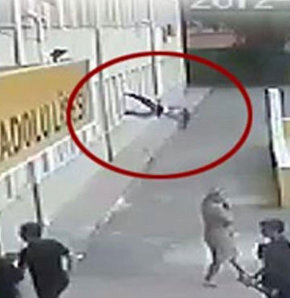 İzmir'in Çiğli İlçesi'ndeki Tuğba Özbek Anadolu Lisesi'nde, arkadaşı ile tartışan ve okul yöneticileri tarafından uyarılınca 5'inci kattan atlayarak intihar ettiği öne sürülen Mert Halil Işık'ın ölümüyle ilgili güvenlik kamera görüntüleri ortaya çıktı. Iş
