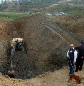 Mersin'de başlayan define kazısında 20 metre derinliğe ulaşılırken, altın sikke heyecanı yaşanmaya başladı.