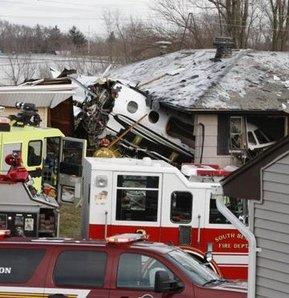 ABD'de özel jet, evlerin üzerine düştü: 2 ölü, 3 yaralı