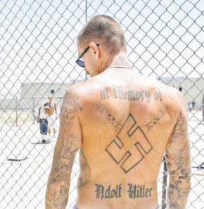 Neo-Naziler cezaevinde de örgütlendi
