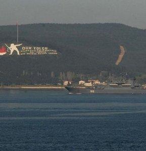 Rus Donanması'na ait iki askeri gemi, Çanakkale Boğazı'ndan geçti.