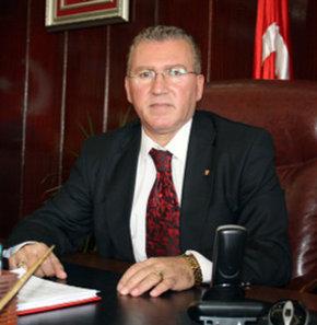 Tekirdağ'ın Marmara Ereğlisi İlçesi'ne bağlı Yeniçiftlik Belediye Başkanı Ak Partili Kadir Ünal, 'rüşvet' suçundan 3 yıl 4 ay hapis cezası Yargıtay tarafından onanınca görevinden istifa etti.