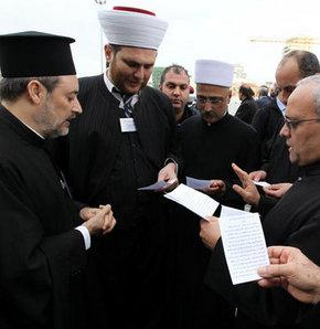 Lübnan'da iç savaşın 38. yılında Müslüman ve Hristiyanlar barış için dua etti