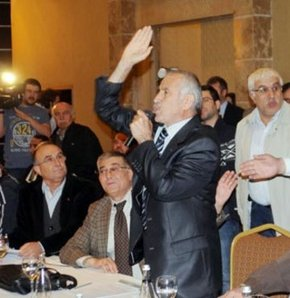 """Akil İnsanlar Heyeti'nin İç Anadolu Bölgfesi Grubu, ilk toplantısını Konya'da gerçekleştirdi. Davetlilerin 'Akil insan heyeti olarak, yasal mısınız?' sorusu üzerine, heyet üyelerinden 78'liler Vakfı Başkanı Celalettin Can, """"Toplumsal bir meşruluk diye bir"""