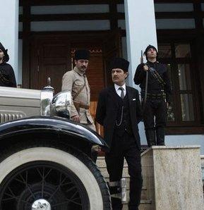 Atatürk kabadayı gibi gösterildi