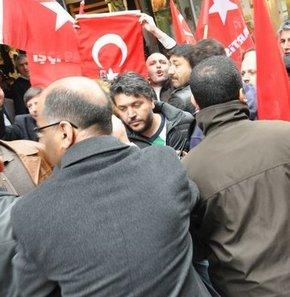 Akil İnsanlar'a protesto