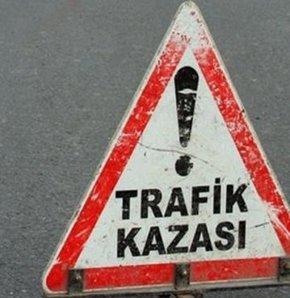 Başkent'te bir otomobil ile hafif ticari aracın kavşakta çarpışması sonucu 10 kişi yaralandı