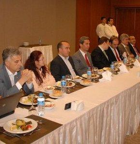 Akil İnsanlar Ege Bölgesi Heyeti, Denizli'de sivil toplum kuruluşlarının temsilcileriyle ilk toplantısını yaptı.