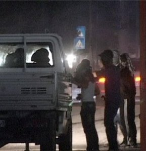 Cizre'de linç edilmek istenen polisler ateş açtı: 4 yaralı