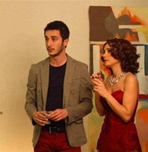 """Bir süre ekranlardan uzak kalan ünlü oyuncu Ahmet Rıfat Şungar, Kanal D'nin iddialı dizisi """"Merhamet""""le setlere döndü ve molaya son noktayı koydu."""