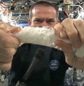 Uzayda çamaşır nasıl yıkanır?
