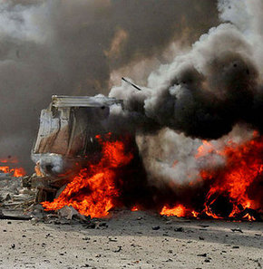 Bomba yüklü araçlarla düzenlenen bombalı saldırılarda, 13 kişinin öldüğü, 53 kişinin yaralandığı bildirildi