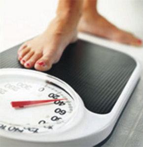 Geceleri yemek yiyip yatmanın, sanıldığı gibi kilo aldırmadığı, aksine metabolizmayı hızlandırarak kilo kaybını kolaylaştırdığı belirlendi.