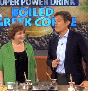 Dr. Mehmet Öz'ün günlük olarak Fox TV'de yayınlanan şovunda Yunan kahvesinin kalp sağlığına iyi geldiğini söylediği şova Türk toplumundan tepki yağıyor.