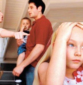 Boşandıkları eşlerinin çocuklarını göstermemesinden şikayetçi olan babaların oluşturduğu