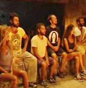 Star Tv ekranlarında yayınlanan ve Acun Ilılcalı'nın hazırlayıp sunduğu Survivor Ünlüler Gönüllüler'de bu akşam yapılan oylama ile bir ünlü gönüllüler takımına geçti.