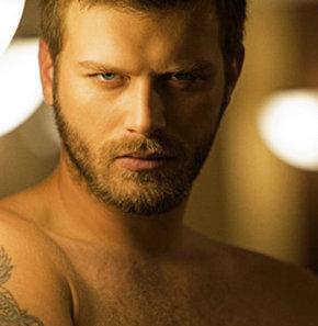 Kuzey Güney dizisinin yakışıklı oyuncusu Kıvanç Tatlıtuğ'un yeni sezondaki dizisi ve rol arkadaşı belli oldu