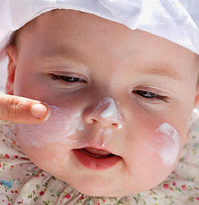 Uzmanlar özellikle 6 aydan küçük çocuklara güneş koruyucu kullanılmaması uyarısında bulundu