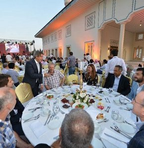 Semavi dinlerin temsilcilerinin katıldığı Geleneksel Beyoğlu İftarı'nda konuşan Beyoğlu Belediye Başkanı Ahmet Misbah Demircan,