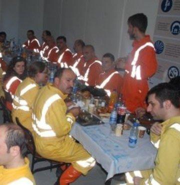 Vekiller, iftarı yerin 600 metre altında açtı
