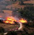 Kızgın damat ayrıldığı eşinin köyünü yaktı!