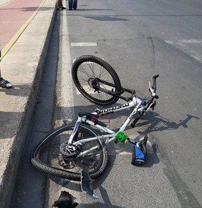 Sosyal medya üzerinden organize olarak Kadıköy'de bir araya gelen yaklaşık bin bisiklet sevdalısı, can güvenliklerinin olmamasından yakındı.