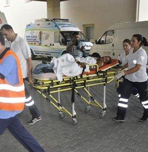 Manisa'nın Turgutlu İlçesi'nde, henüz belirlenemeyen bir nedenle çıkan kavgada 4 kişi yaralandı, olayı gerçekleştiren bir kişinin arandığı bildirildi.