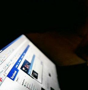 Bilim insanlarının Facebook üzerinde yaptığı araştırmaya göre kullanıcının paylaştıkları beğenildiğinde beyinde mutluluk hormonu salgılanıyor.