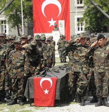 Tezkere bekleyen askerler 1 Mart'ı beklemeli mi?