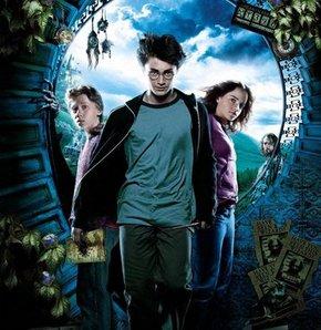J. K. Rowling'in tüm dünyada fenomen hâline gelen serisi Harry Potter, beyazperdeden sonra şimdi de sahneye uyarlanıyor