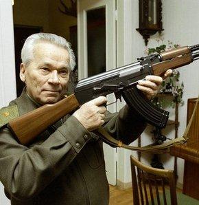 Mihail Kalaşnikov hayatını kaybetti