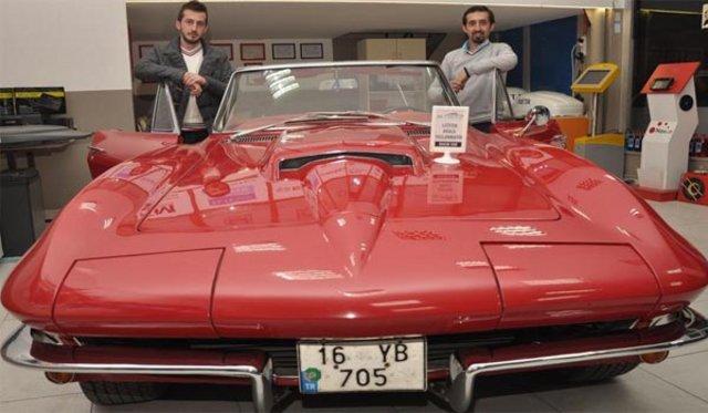 Bursa'da yenilenen klasik otomobiller sergileniyor